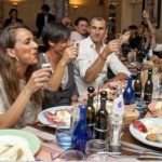 FOTOGALERIE: Francesca Schiavone s-a relaxat la restaurant cu echipa după ce a pierdut finala la Roland Garros