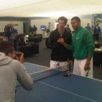 Andy Murray şi Jo Wilfried Tsonga la finalul partidei de tenis de masa de la Queens. FOTO: ATP