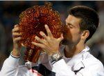FOTOGALERIE: Novak Djokovic cu trofeul cucerit la Abu Dhabi