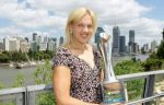Kaia Kanepi cu trofeul de la Brisbane