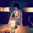 Argentinianul Juan Monaco a împlinit azi 29 de ani, prilej de sărbătoare pentru el și apropiații săi. Mai sus îl vedeți la confruntarea cu tortul primit în dar. OFERTA ZILEI...