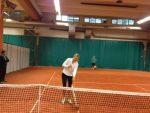 FOTO: Maria Sharapova nu ezită să curețe singură liniile terenului