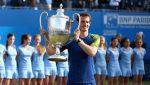 FOTO: Andy Murray cu trofeul cucerit pentru a treia oară la Queens