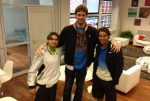 FOTO: Rafael Nadal şi David Ferrer au fost vizitaţi de baschetbalistul Pau Gasol la vestiar, înaintea finalei de la Roland Garros
