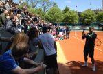 FOTO: Toni Nadal îi face poze lui Rafael Nadal cu fanii