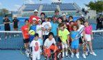 FOTOGALERIE: Rafael Nadal a jucat tenis cu copiii la Abu Dhabi