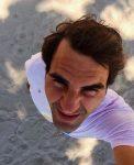 FOTO: Roger Federer a început să-şi facă singur poze pe plajă