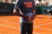 Federer si tricoul lui cu Roger That de la Monte Carlo