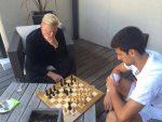 FOTO: Novak Djokovic şi Boris Becker au jucat o partidă de șah în ziua de dinaintea finalei de la Roland Garros