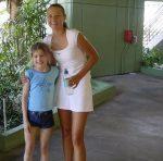 FOTO: În 2002, Bouchard avea 8 ani și se poza cu Sharapova. Marți va juca împotriva ei în sferturi la Australian Open