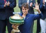 FOTOGALERIE: Roger Federer cu trofeul cucerit pentru a șaptea oară la Halle