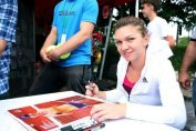 Simona Halep a dat autografe azi, la Arenele BNR (FOTO: BRD Bucharest Open)