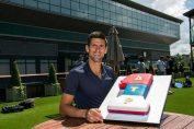 Novak Djokovic cu tortul primit ca numar 1 mondial