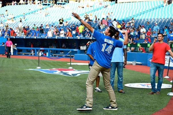 Milos Raonic la baseball-tenis, in tricoul celor de la Toronto Blue Jays