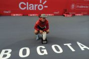 Bernard Tomic si trofeul cucerit la Bogota
