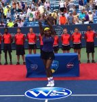 FOTO: Serena Williams cu trofeul de la Cincinnati cucerit pentru prima dată înn