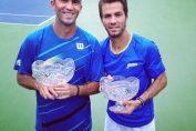 Horia Tecau si Jean Julien Rojer cu trofeele de la Washington