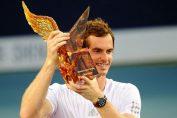 Andy Murray si trofeul cucerit la Shenzen 2014