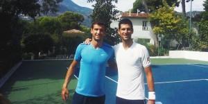 Novak Djokovic continuă pregătirile pentru Asia, așa cum e normal. Zilele trecute, partener de antrenament i-a fost un alt nume important din circuit. Djokovic a bătut mingea acum două zile...