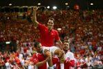 POZA ZILEI, 15 septembrie 2014: Roger Federer, purtat pe umeri după ce a calificat Elveția în finala Cupei Davis