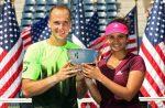 FOTO: Sania Mirza și Bruno Soares cu trofeul cucerit la dublu mixt la US Open