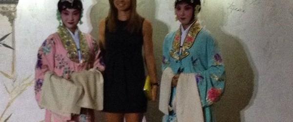 Simona Halep, a doua jucătoare a lumii, nu avea cum să lipsească de la petrecerea jucătoarelor participante la turneul WTA de la Beijing. Îmbrăcată într-o rochie neagră, simplă, Simona Halep...
