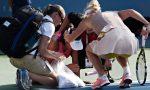 POZA ZILEI, 6 septembrie 2014: Caroline Wozniacki, alături de Shuai Peng după accidentare