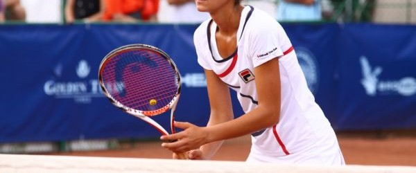 Andreea Mitu continuă sezonul excelent. Ea a obținut ieri două victorii, și la simplu și la dublu, la turneul ITF de 100.000 de dolari de la Poitiers. În primul tur...