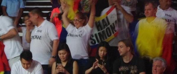 Simona Halep nu este singură la Singapore. Ea a fost încurajată din tribune nu doar de familie și prieteni, dar și de români care au venit special la Turneul Campioanelor...