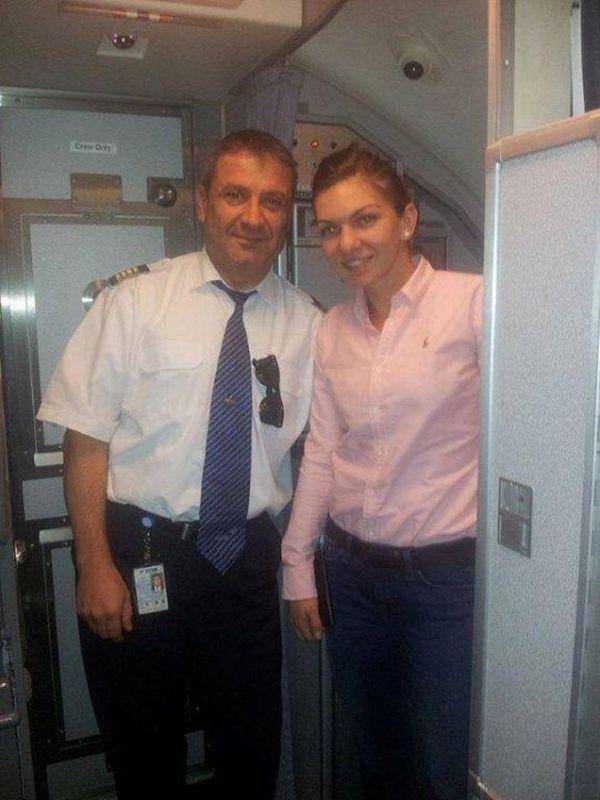 Simona Halep si pilotul aeronavei care a dus-o la Madrid