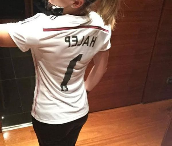 Simona Halep are tricou Adidas personalizat