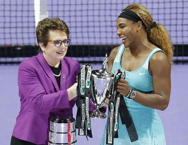 Serena Williams, alaturi de Billie Jean King si trofeul Campioanelor