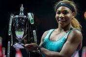 Serena Williams cu Trofeul Campioanelor