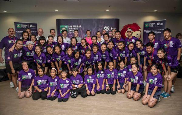 Simona Halep alaturi de cei mici in Singapore