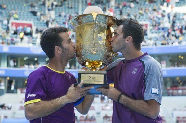 Horia Tecau si Jean Julien Rojer trofeul ATP 500 Beijing