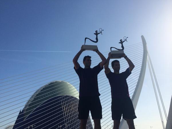 Horia Tecau si Jean Julien Rojer cu trofeul de la Valencia