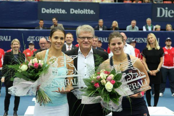 Raluca Olaru si Anna Tatishvili cu trofeul de la Linz