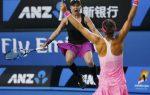 POZA ZILEI, 31 ianuarie 2015: Explozia de bucurie a americancei Bethanie Mattek Sands după punctul victoriei din finala de dublu de la Australian Open