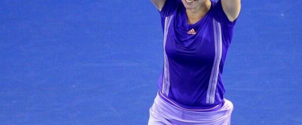 Simona Halep s-a calificat azi în sferturile de finală ale Australian Open şi, mai mult decât atât, a reuşit şi lovitura zilei în întrecerea feminină. Mai jos vedeţi lovitura care...
