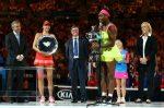 FOTO Serena Williams și trofeul cucerit pentru a șasea oară la Australian Open
