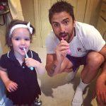 """POZA ZILEI, 9 aprilie 2015. Janko Tipsarevic și fetița lui într-un moment """"tată-fiică"""" plus periuțele de dinți"""