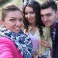 Simona Halep a petrecut Paștele în țară, alături de familie. După masă, ea a ieșit la plimbare în parc alături de fratele și cumnata ei. Evident, un selfie nu putea...