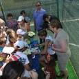 Simona Halep a avut o zi plină azi. Pe lângă antrenamente, ea a avut azi și o activitate de suflet: a inaugurat două terenuri la Liceul Traian, din București. Prezența...