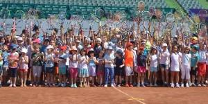 V-am spus că e perioada în care vedetele tenisului revin la copilărie și își aduc aminte de perioada de început a carierei. După ce, ieri, Alexandra Dulgheru a jucat tenis...