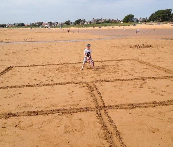 teren plaja copil tenis