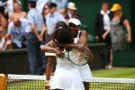 POZA ZILEI, 7 iulie 2015: Surorile Williams și îmbrățișarea de după meciul direct din optimile de la Wimbledon
