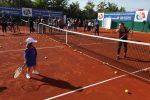 FOTOGALERIE: Simona Halep a jucat tenis cu copiii azi, la Complexul Ion Ţiriac