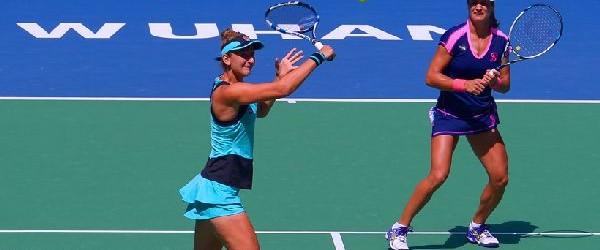 Monica Niculescu şi Irina Begu au părăsit astăzi turneul de la Beijing atât în proba de simplu, cât şi în cea de dublu. La simplu, Monica Niculescu a fost învinsă...