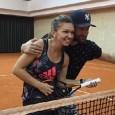 """Simona Halep a recunoscut într-un interviu acordat în luna august, în timpul unuia dintre turneele nord-americane, că Smiley e cântărețul ei favorit, iar melodia """"Acasă"""" este cea pe care o..."""
