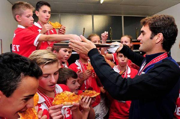 federer pizza copii mingi basel